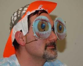 20090300_nashreg09app_glasses400